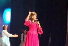 صورة صفاء أبو السعود تتألق فى افتتاح المهرجان الثالث للمسرح لطلاب المدارس