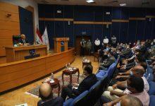 صورة الفريق مهندس كامل الوزير يعقد اجتماعا موسعاً مع العاملين بهيئة ميناء دمياط